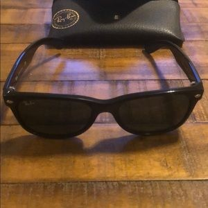 Ray Ban Black New Wayfarer with Case